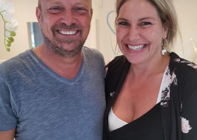 Weiße Zähne im Partnerlook